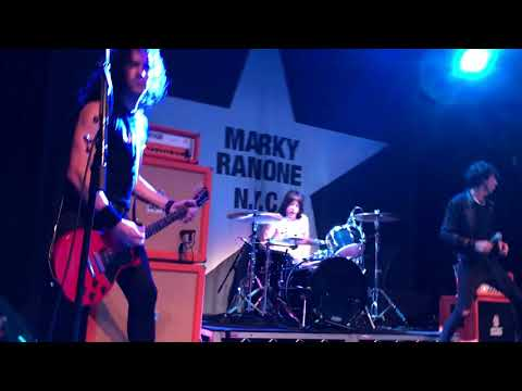Marky Ramone's Blitzkrieg - Cretin Hop/Spider-Man/R.A.M.O.N.E.S (live)
