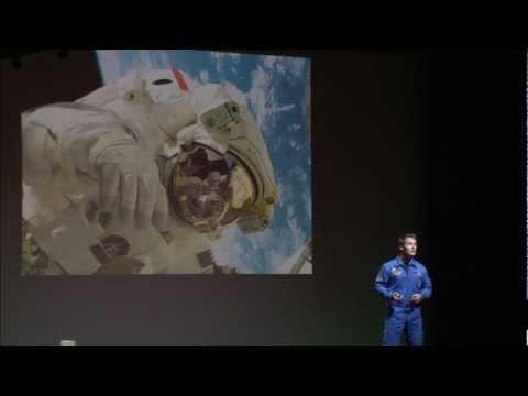 Pourquoi faut-il croire en l'exploration spatiale? Thomas Pesquet at TEDxParis 2012