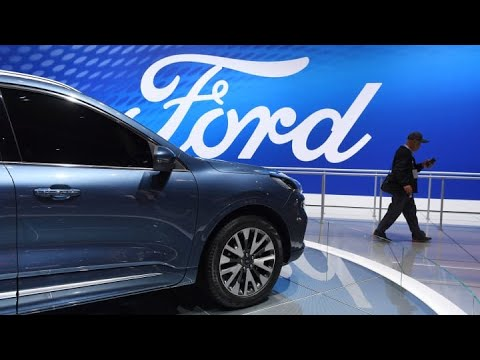 Moody's downgrades Ford's rating to junk, first time since recession