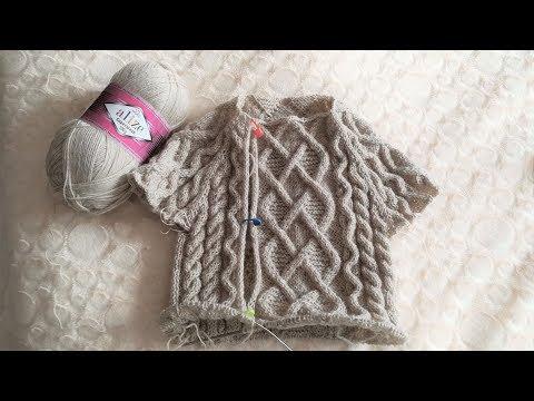 Вязаный спицами комбинезон для мальчика 1 год