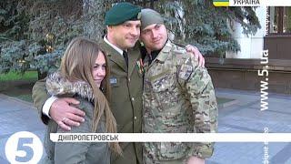 Литовський офіцер допомагає українським бійцям