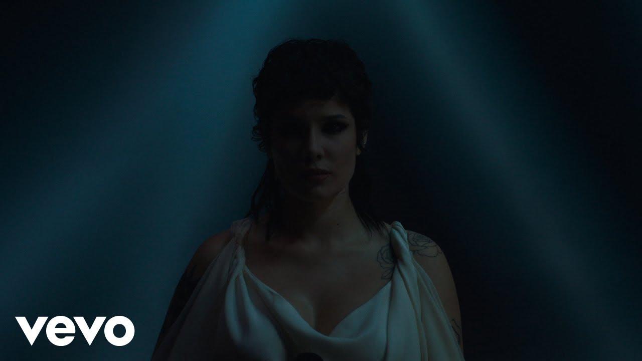 Download Halsey - I am not a woman, I'm a god (Live)