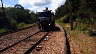 Caminhão rodoferroviário de apoio a via permanente - VRF03 SM