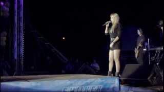 Светлана Назаренко вытянула Ису Омуркулова на сцену