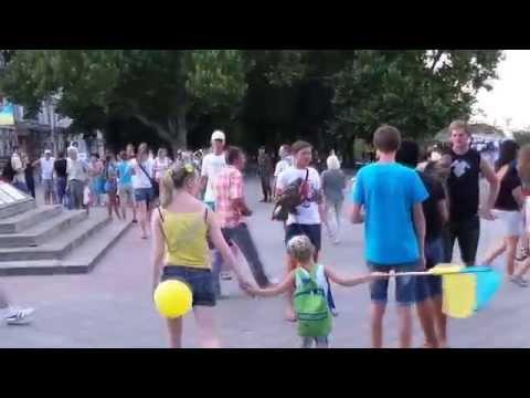 Шок! Срочно! Киевская хунта и правосеки издеваются над одесситами!