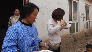 泥土的清香做顿河南特色美食,街坊邻居都来喝一碗,味道很正宗