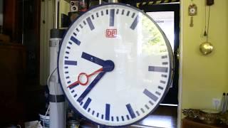 Repeat youtube video DB Bahnhofsuhr