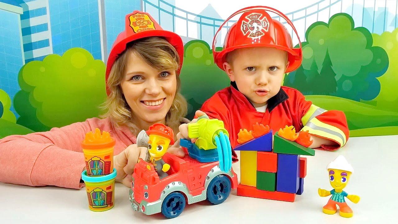 Пожарный набор Плей До и Даник с мамой играют в пожарных  Play Doh Town for KIds