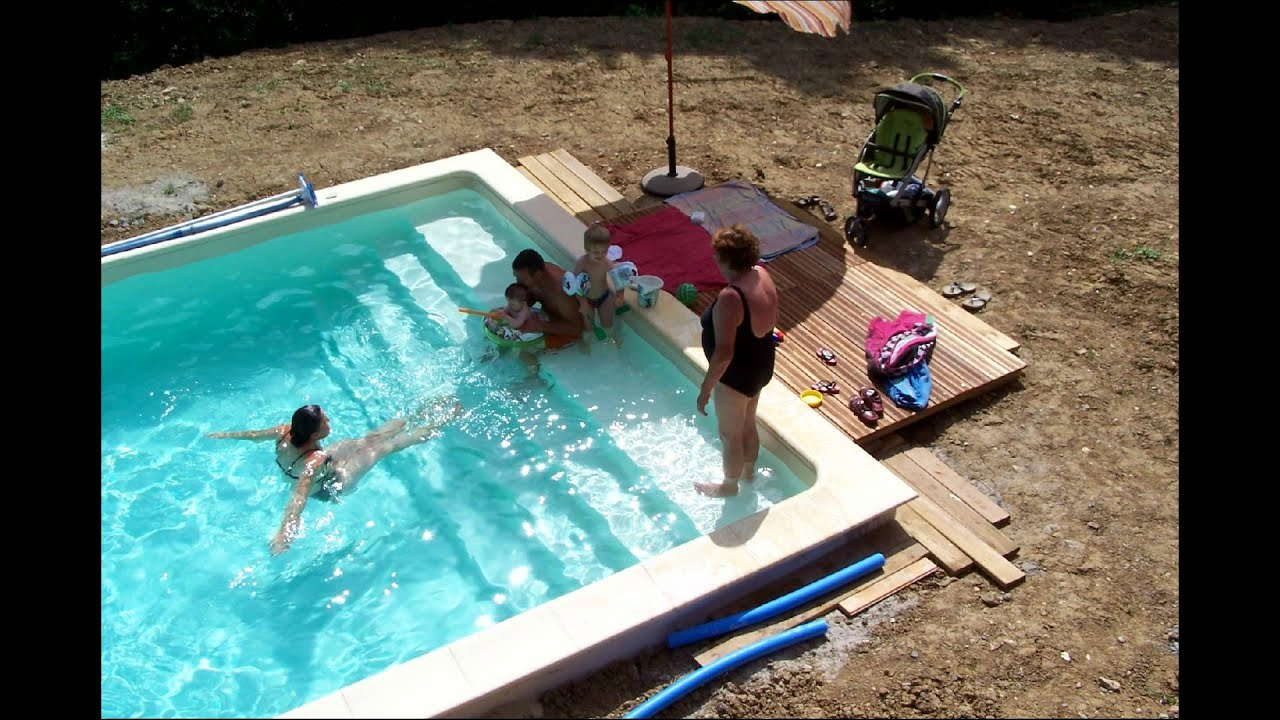 Notre piscine urcuit pays basque 2eme partie youtube for Construction piscine desjoyaux youtube