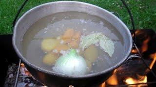 Как вкусно приготовить уху(Как вкусно приготовить уху. Летнюю уху на костре можно готовить не только из речной или озёрной рыбы. Смотри..., 2014-09-21T10:25:36.000Z)