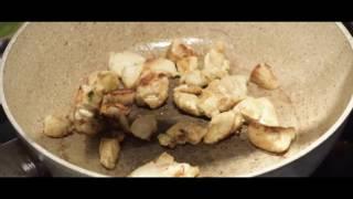 Теплый салат с вермишелью и курицей