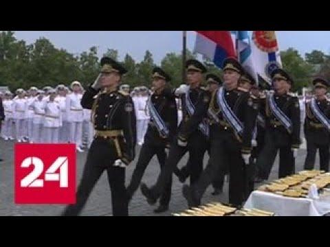 Выпускники военно-морских вузов Петербурга получили дипломы, кортики и погоны - Россия 24
