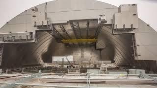 Встановлення захисного купола над чорнобильською АЕС Чорнобильський саркофаг