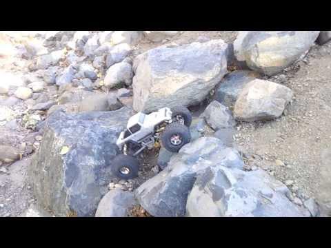 Crawling With 2.2 Pitbull Rockbeast ll Tires