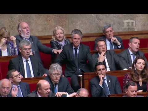 Najat Vallaud-Belkacem provoque la colère des députés de droite.