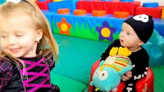 Funny baby and cute baby Эльвира  и Брат Супер парк развлечений для детей Игры для детей