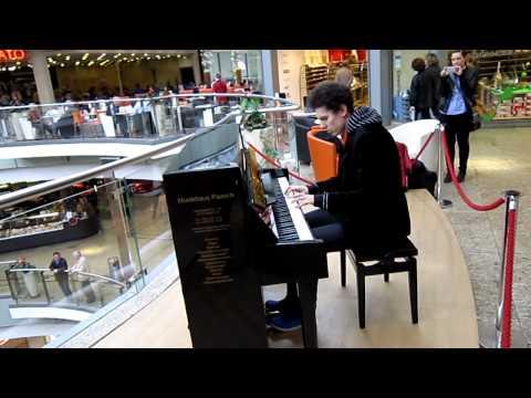 Mr. Pianoman spielt GEGEN Geld Klavier    KEIN FAKE !!!