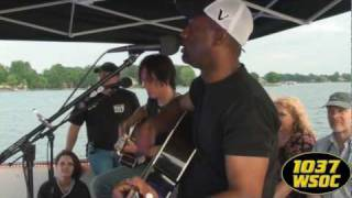 "103.7 WSOC: Darius Rucker sings ""Let Her Cry"""