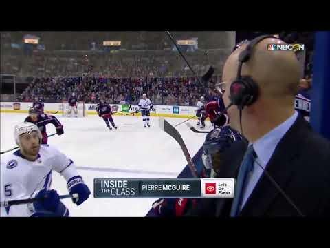 Un comentarista de hockey evita la tragedia por unos milímetros