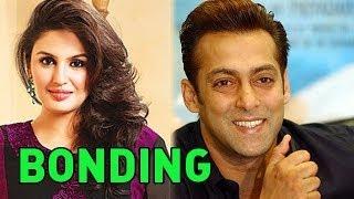 Huma Qureshi is 'BONDING' a lot with Salman Khan!