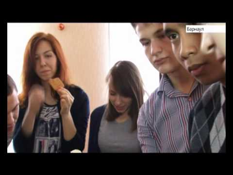 Телеканал «Катунь 24» вручил ящик мандаринов   участникам физико-технической школы