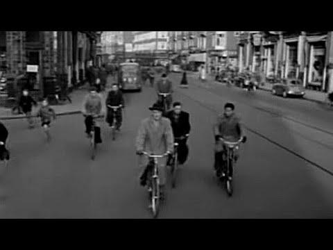 1954: Op de veerfiets door Amsterdam - oude filmbeelden
