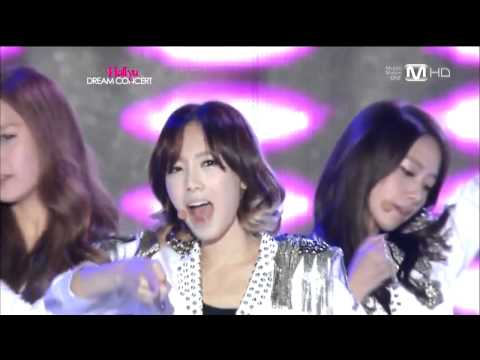 Girls' Generation (SNSD) - HOOT - Live - HD
