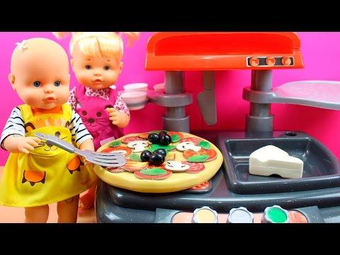 Travesuras de las Bebés Nenuco Hermanitas Traviesas | Pizzería de juguete y Naia está malita
