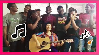 La chanson d'été. C'est Ria san qui a joué du guitare. Elle est sup...