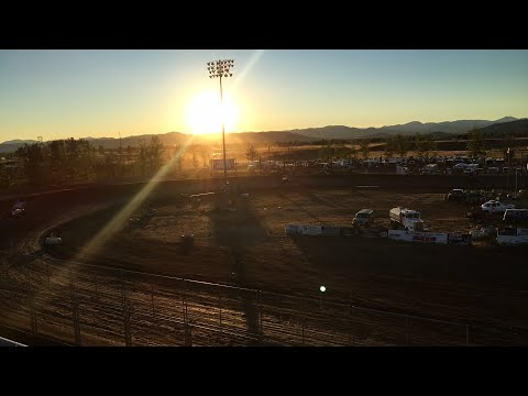 Sprint Car Heat Race at the Southern Oregon Speedway!