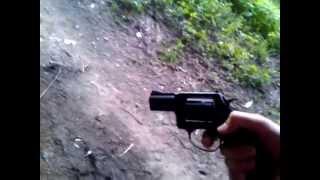 Стрельба из сигнального револьвера ЛОМ-С(Используются патроны Hilti с коричневой маркировкой, звук выстрела очень напоминает мелкашечный. Купить..., 2013-07-01T18:49:37.000Z)