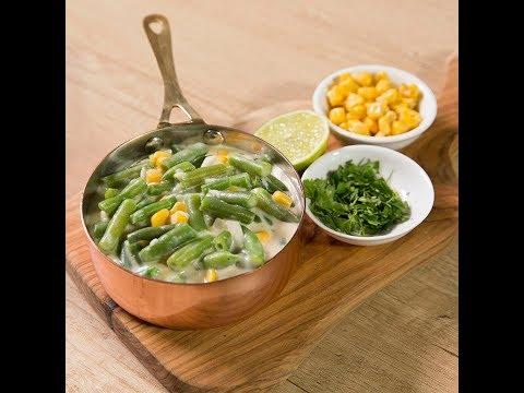 Mâncărică de fasole verde cu porumb și sos de brânză