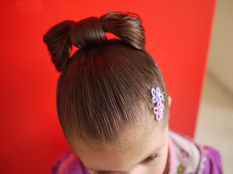 Peinado de moño fácil para niñas / Easy hairstyle bow for girls