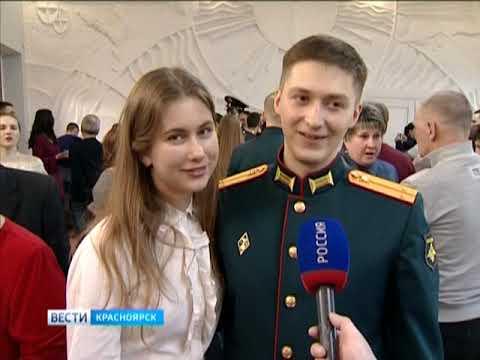 В Красноярске пятьдесят шесть курсантов получили военные погоны