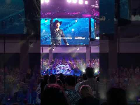 Garth Brooks gives tribute to Sioux Falls,  SD for 9 sold out concerts.
