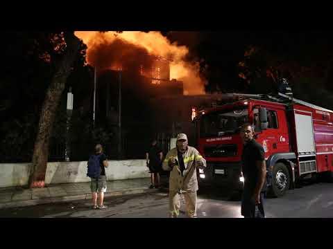 Φωτιά στους Ιταλικούς Στρατώνες (2)