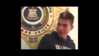 Gente graciosa detenida y entrevistada para la television