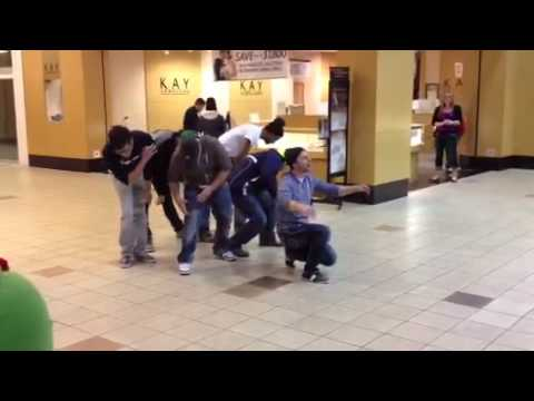 Group breaks into song at Yakima Valley Mall