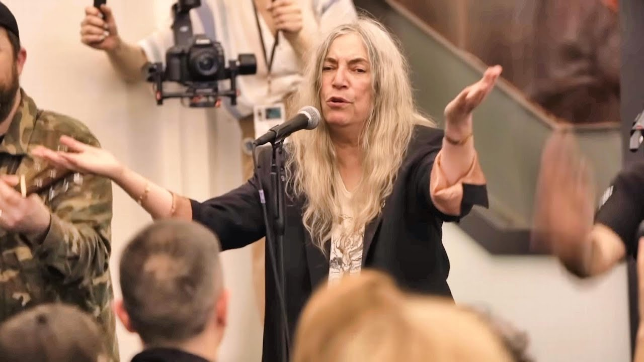 Patti Smith and Choir! - People have the Power - YouTube