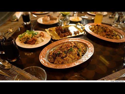 مصبِّح الكعبي أول شيف إماراتي يقدم أشهى أطباق بلاده في إفطار رمضاني …  - نشر قبل 3 ساعة