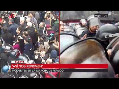 Incidentes entre los trabajadores despedidos de PepsiCo y la Policía afuera del Congreso