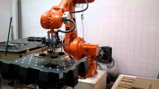 robot irb4600 paletizando con mesa de posicionamiento x y