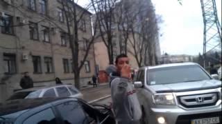 В Харькове пьяные марокканцы на BMW били авто
