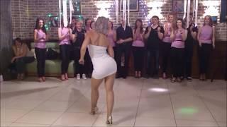 Сексуальная девушка танцует шикарно despacito Russian 2017