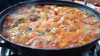 보글보글 칼칼 닭한마리 dak han maa ri (K…