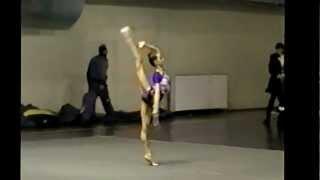 Художественная гимнастика. БУЛАВЫ(Получите в ПОДАРОК 8 видеоуроков здесь: http://www.world-gymnastics.ru/shpagat8/ Полный видеокурс