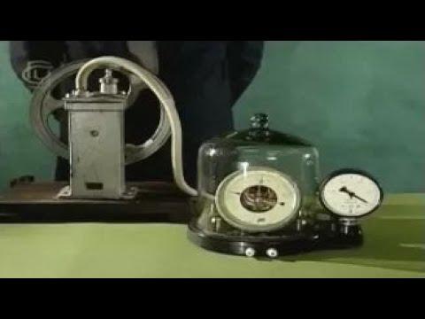 Опыты по физике. Устройство и действие барометра-анероида