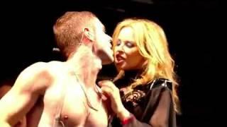 Скачать Scissor Sisters Any Which Way Feat Kylie Minogue Glastonbury 2010