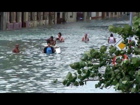 Irma golpeó fuerte en Cuba, parte de La Habana inundada