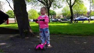 Влог.Эльвира катается на скутере, играет на детской площадке.Передает привет.